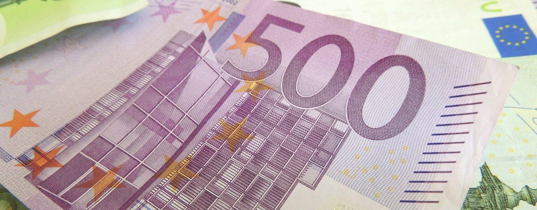 Mitarbeiterfotos auf Facebook: 1.000 Euro Schadensersatz